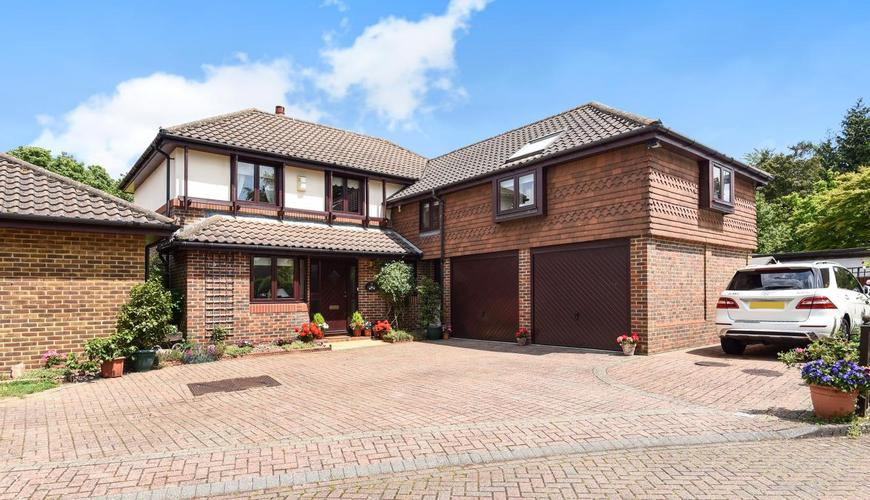 Photo of Manorfields Close