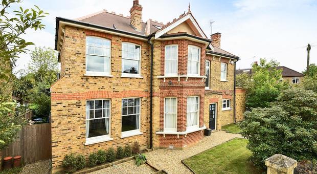 Queen Annes Grove Enfield En1 6 Bedroom House For Sale