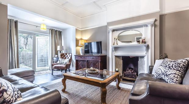 1 Bedroom Flat For Sale In Melbury Gardens Raynes Park Sw20 For Sale