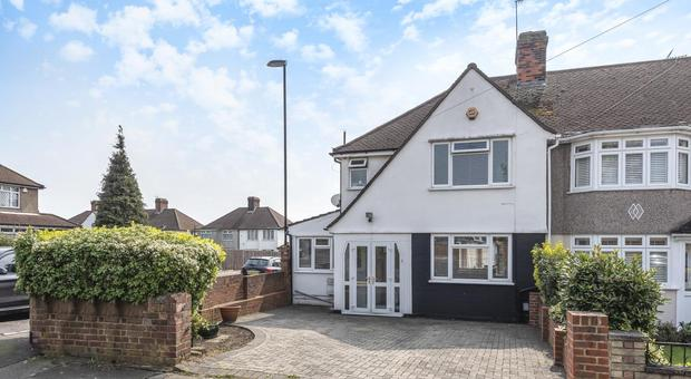 Tremendous 3 Bedroom House For Sale In Brockman Rise Bromley Br1 For Interior Design Ideas Gentotthenellocom